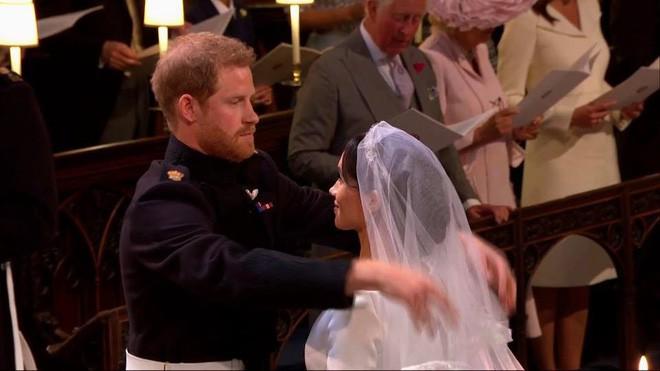 Đám cưới hoàng gia Anh: Hôn lễ kết thúc, cô dâu chú rể trao nhau nụ hôn ngọt ngào trước toàn thể mọi người - Ảnh 42.