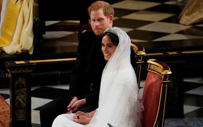 Đám cưới hoàng gia Anh: Hôn lễ kết thúc, cô dâu chú rể trao nhau nụ hôn ngọt ngào trước toàn thể mọi người - Ảnh 45.
