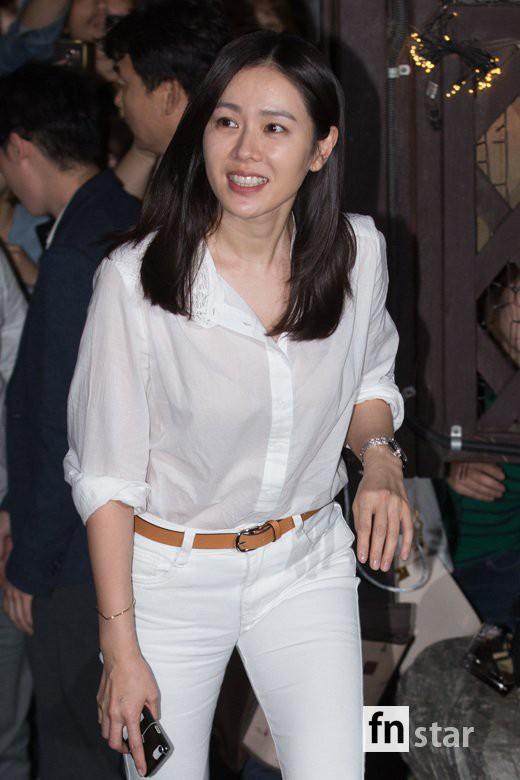 Tiệc mừng công phim Chị đẹp: Jung Hae In bị biển fan vây kín, Son Ye Jin đẹp bất chấp giữa dàn sao - Ảnh 11.