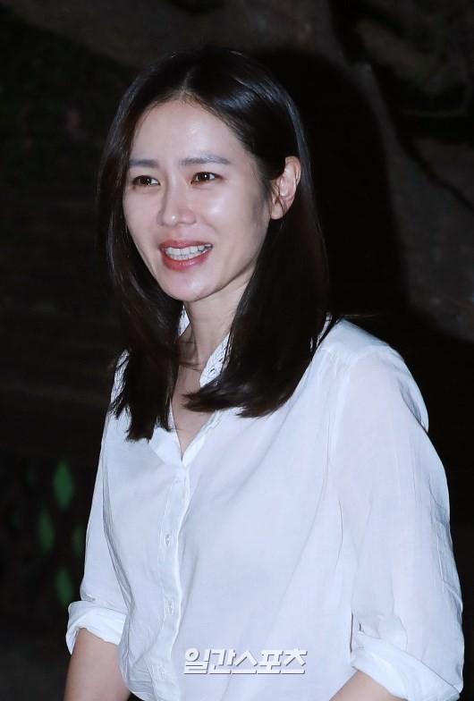 Tiệc mừng công phim Chị đẹp: Jung Hae In bị biển fan vây kín, Son Ye Jin đẹp bất chấp giữa dàn sao - Ảnh 13.
