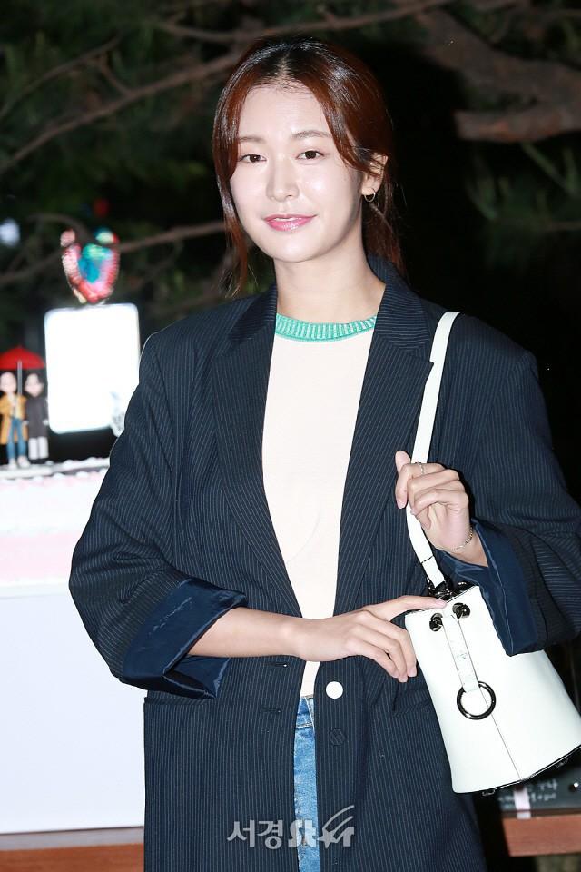 Tiệc mừng công phim Chị đẹp: Jung Hae In bị biển fan vây kín, Son Ye Jin đẹp bất chấp giữa dàn sao - Ảnh 15.