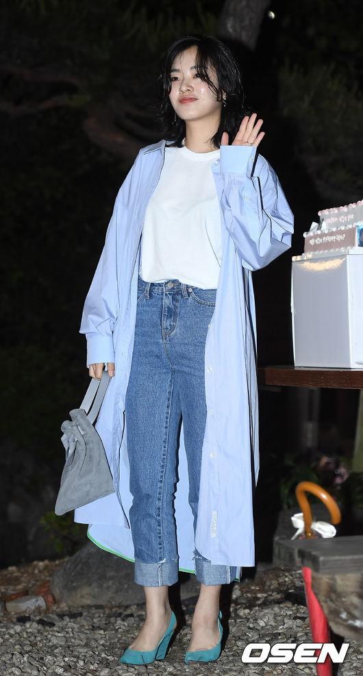 Tiệc mừng công phim Chị đẹp: Jung Hae In bị biển fan vây kín, Son Ye Jin đẹp bất chấp giữa dàn sao - Ảnh 16.