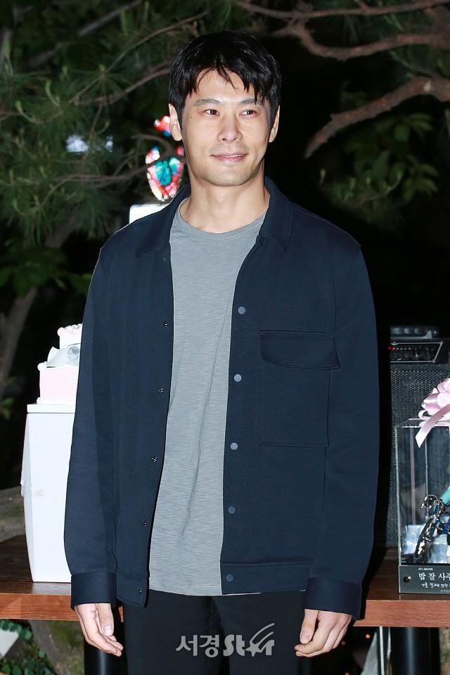 Tiệc mừng công phim Chị đẹp: Jung Hae In bị biển fan vây kín, Son Ye Jin đẹp bất chấp giữa dàn sao - Ảnh 18.