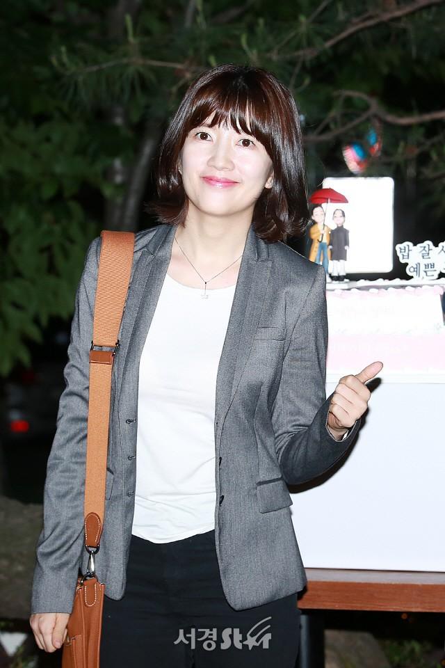 Tiệc mừng công phim Chị đẹp: Jung Hae In bị biển fan vây kín, Son Ye Jin đẹp bất chấp giữa dàn sao - Ảnh 20.