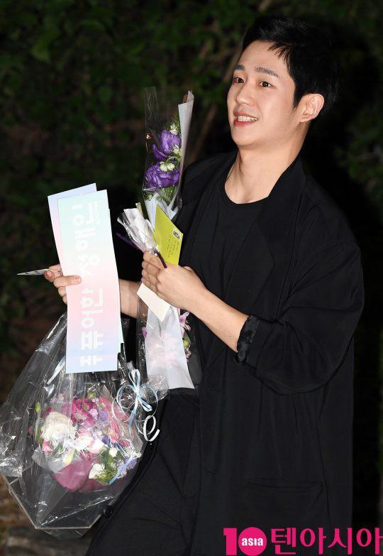 Tiệc mừng công phim Chị đẹp: Jung Hae In bị biển fan vây kín, Son Ye Jin đẹp bất chấp giữa dàn sao - Ảnh 6.
