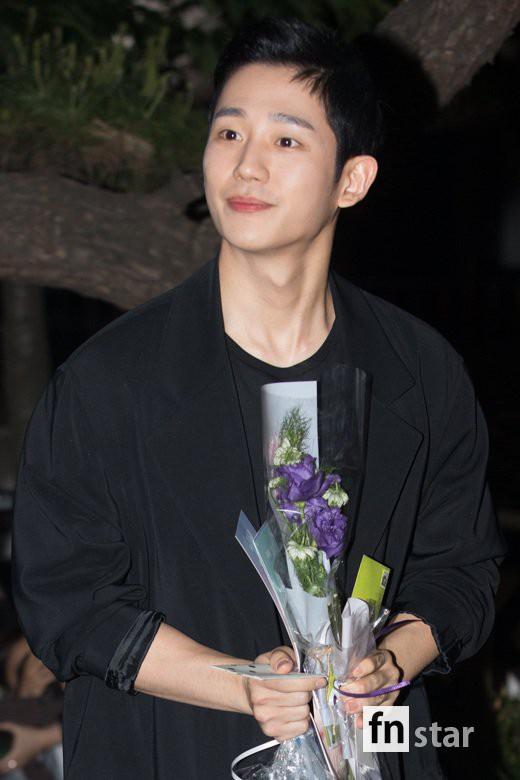 Tiệc mừng công phim Chị đẹp: Jung Hae In bị biển fan vây kín, Son Ye Jin đẹp bất chấp giữa dàn sao - Ảnh 7.