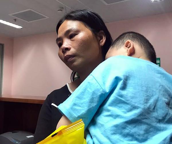 Hà Nội: Thương tâm bé trai 21 tháng tuổi bị chó dại cắn rách mặt - Ảnh 3.