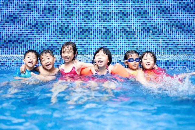 Hành động tưởng chẳng có gì nghiêm trọng ở bể bơi có thể khiến trẻ bị xâm hại tình dục mà cha mẹ không hề hay biết - Ảnh 1.