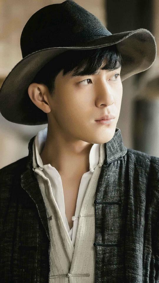 Lưu Diệc Phi lộ ảnh ôm ấp trai đẹp cực ngọt ngào - Ảnh 6.