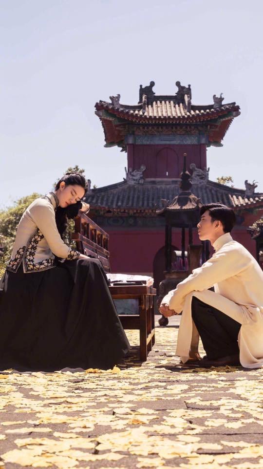 Lưu Diệc Phi lộ ảnh ôm ấp trai đẹp cực ngọt ngào - Ảnh 1.
