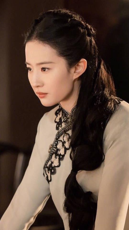 Lưu Diệc Phi lộ ảnh ôm ấp trai đẹp cực ngọt ngào - Ảnh 4.