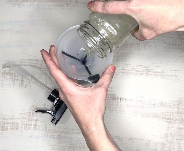 Đừng chỉ lau với nước, bạn phải sử dụng những nguyên liệu sau để khử mùi hôi khủng khiếp của nước tiểu chó, mèo trong nhà - Ảnh 1.