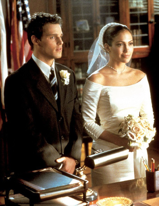 Thật tình cờ và thật bất ngờ, váy cưới của Meghan Markle giống hệt váy Jennifer Lopez mặc từ 17 năm trước - Ảnh 3.