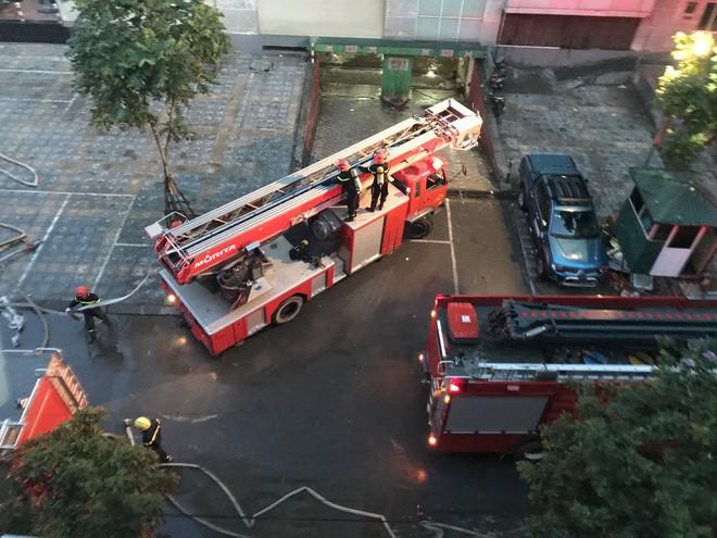 Cảnh tan hoang bên trong căn nhà cháy tại tầng 18 chung cư ở Hà Đông - Ảnh 16.