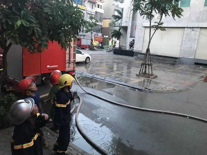Cảnh tan hoang bên trong căn nhà cháy tại tầng 18 chung cư ở Hà Đông - Ảnh 11.
