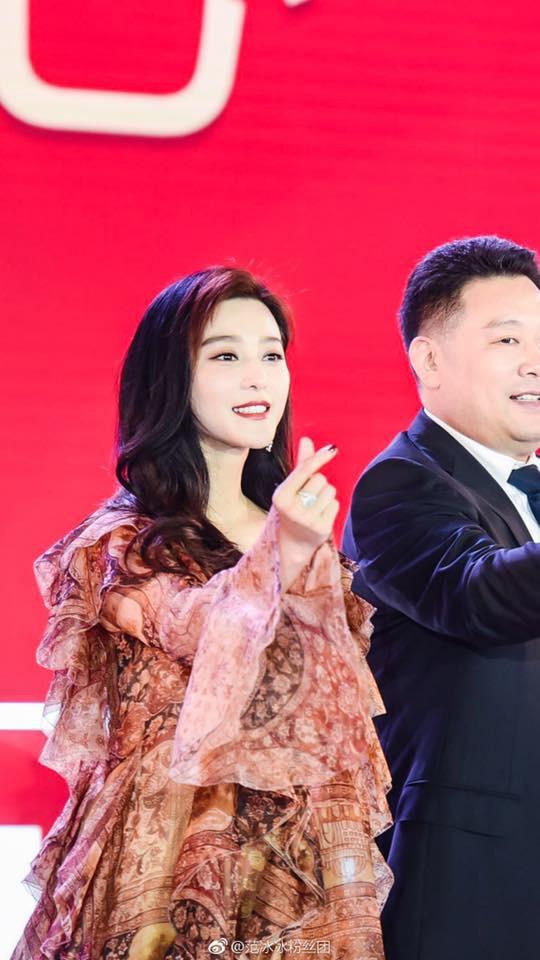 Xứng đáng với danh xưng giàu có nhất nhì showbiz Hoa ngữ, Phạm Băng Băng lại xuất hiện sang chảnh bằng máy bay riêng  - Ảnh 9.