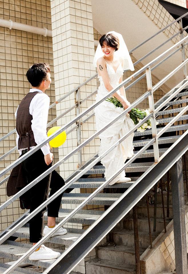 """""""Hãy yêu và cưới một chàng trai khiến bạn cười như thế"""": Bộ ảnh cưới cô dâu cười tít mắt khiến MXH chao đảo - Ảnh 12."""
