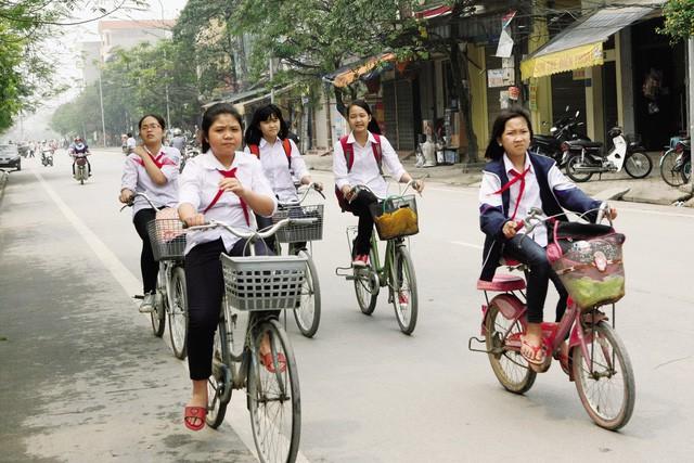 Cha mẹ Việt kỳ lạ nhất thế giới: Trẻ thì đọ xe đọ nhà, già thì đọ con, lấy bảng điểm, trường học của con làm thước đo thể diện - Ảnh 1.