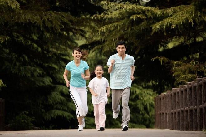 6 hành động cực đơn giản sẽ giúp con thông minh hơn mà các ông bố bà mẹ nên thực hiện mỗi ngày - Ảnh 3.