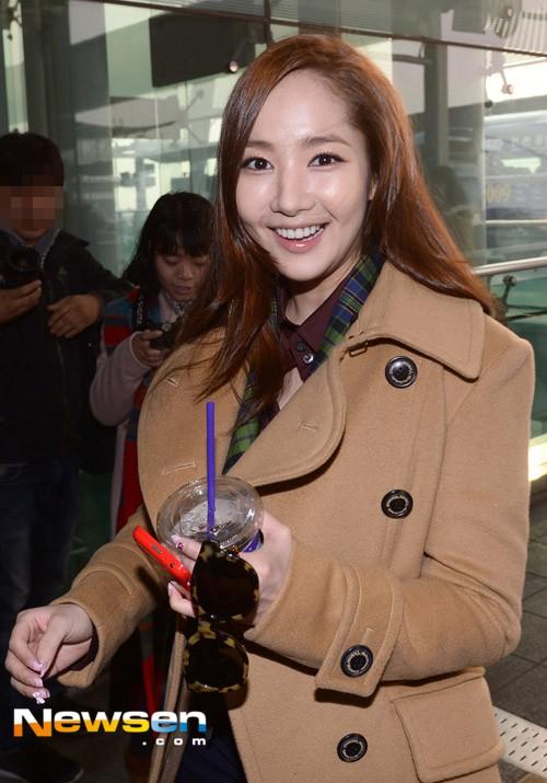 Vừa được khen nhan sắc thẩm mỹ đỉnh cao, Park Min Young đã lộ cằm dài nhọn bất thường trong phim mới - Ảnh 6.