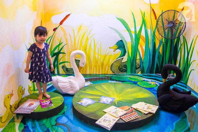 Trẻ em Hà Nội thích thú hoà mình với không gian châu Âu giữa Phố đi bộ Hồ Gươm - Ảnh 11.