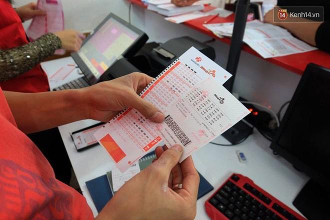 Chủ nhân giải độc đắc hơn 300 tỷ đồng mua vé Vietlott ở Hà Nội trước thời gian mở thưởng 1 ngày - Ảnh 2.