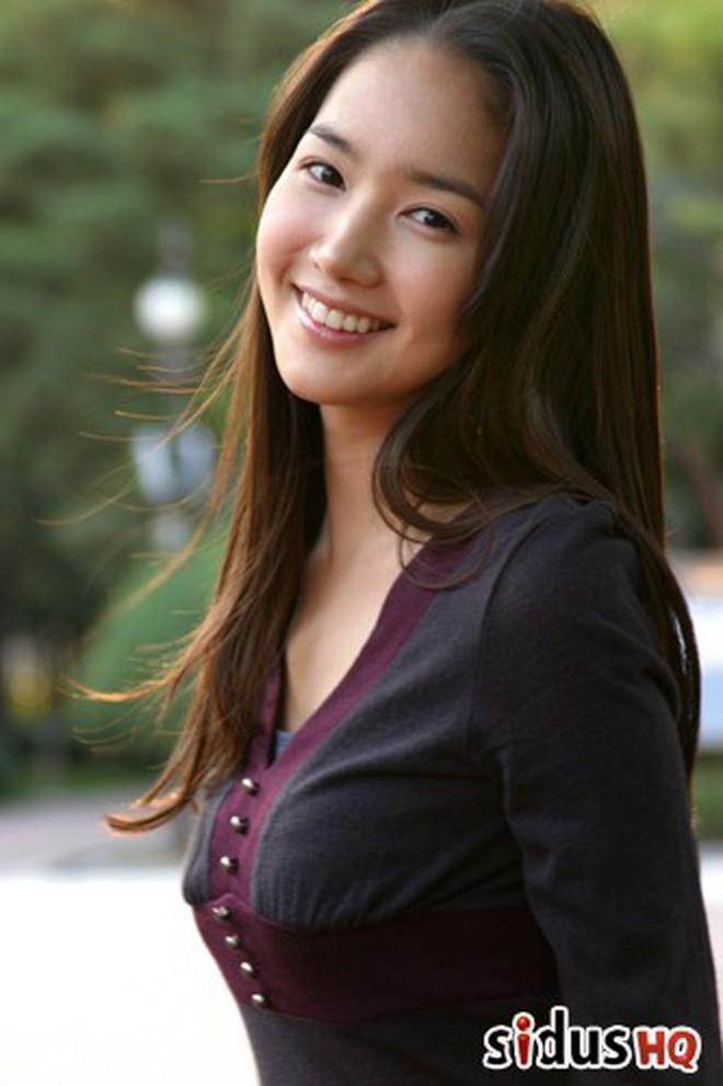 Vừa được khen nhan sắc thẩm mỹ đỉnh cao, Park Min Young đã lộ cằm dài nhọn bất thường trong phim mới - Ảnh 4.