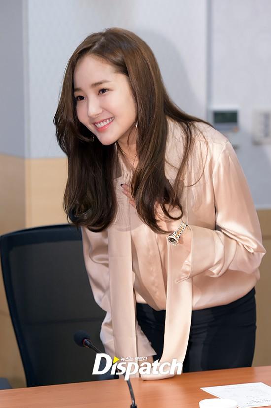 Vừa được khen nhan sắc thẩm mỹ đỉnh cao, Park Min Young đã lộ cằm dài nhọn bất thường trong phim mới - Ảnh 8.
