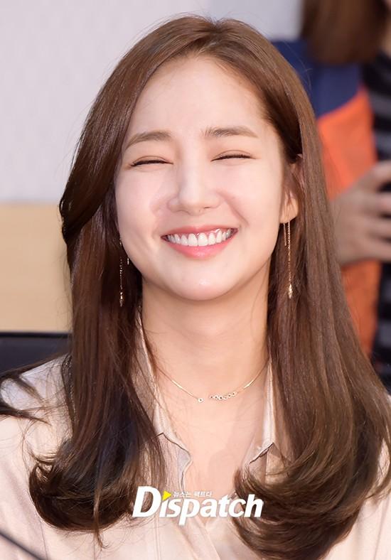 Vừa được khen nhan sắc thẩm mỹ đỉnh cao, Park Min Young đã lộ cằm dài nhọn bất thường trong phim mới - Ảnh 9.