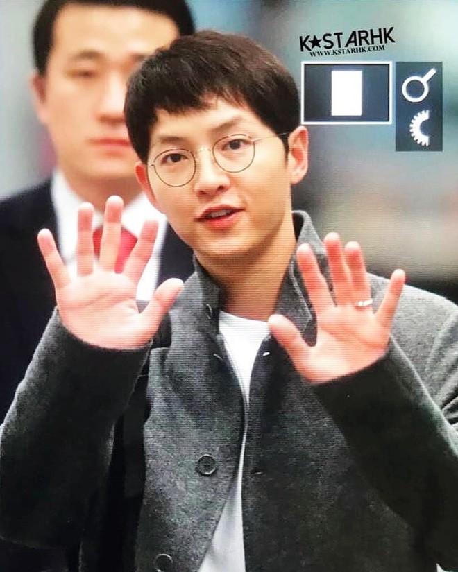 Hình ảnh đối lập của cặp bạn thân: Song Joong Ki được vợ vỗ béo tròn, Lee Kwang Soo thì gầy như bộ xương di động - Ảnh 12.