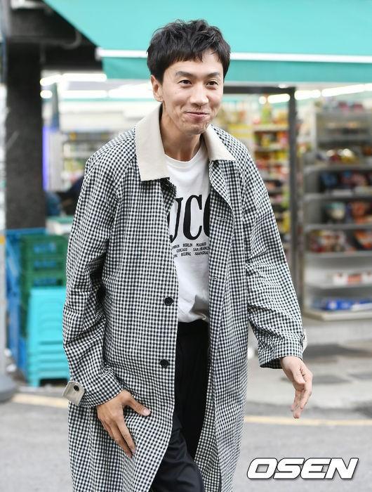 Hình ảnh đối lập của cặp bạn thân: Song Joong Ki được vợ vỗ béo tròn, Lee Kwang Soo thì gầy như bộ xương di động - Ảnh 4.