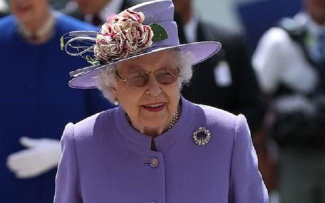 Ai cũng thắc mắc tại sao gần đây Nữ hoàng Anh liên tục đeo kính râm, thì ra là vì lý do này đây - Ảnh 2.