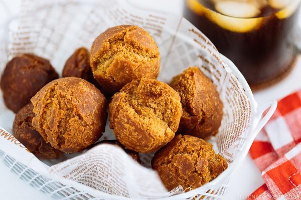 Người Nhật có món bánh rán đường mang lại may mắn làm cực dễ ngon miễn chê - Ảnh 6.