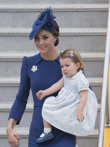 Chùm ảnh: Không thể phủ nhận, Công nương Kate - Công chúa Charlotte chính là biểu tượng thời trang mẹ con ton-sur-ton đáng yêu nhất thế giới - Ảnh 8.