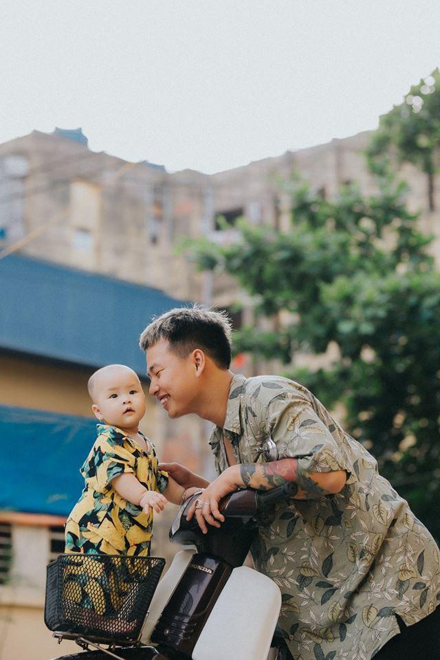 Chụp ảnh với con gái nhưng cư dân mạng lại cứ tưởng ông bố này tạo dáng cùng con trai vì biểu cảm siêu ngầu - Ảnh 5.