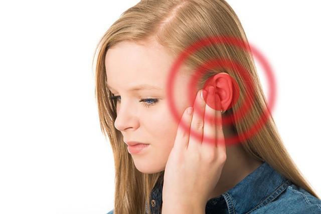 Khi bị nước vào tai gây ù: Đây là cách xử lý tốt nhất để tránh nguy cơ mắc bệnh viêm nhiễm tai phiền phức - Ảnh 1.