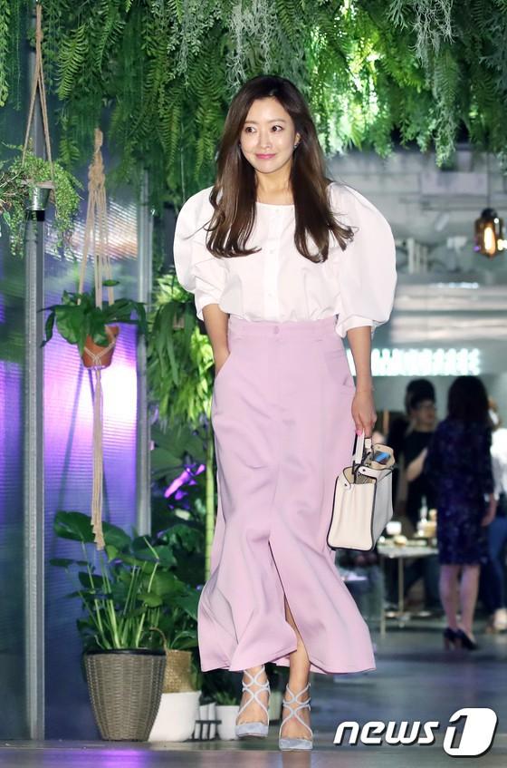 Sự kiện hội tụ gần 30 sao Hàn: Mẹ Kim Tan lép vế trước Kim Hee Sun, Jung Hae In nổi bật giữa dàn sao nhí một thời - Ảnh 2.