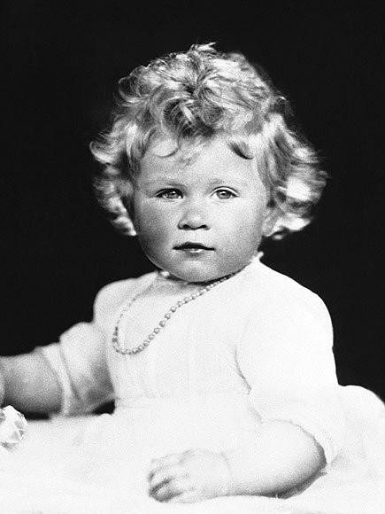 Chả trách Công chúa Charlotte lại có thần thái xuất chúng đến như vậy, hóa ra cô bé chính là bản sao hoàn hảo của Nữ hoàng - Ảnh 3.