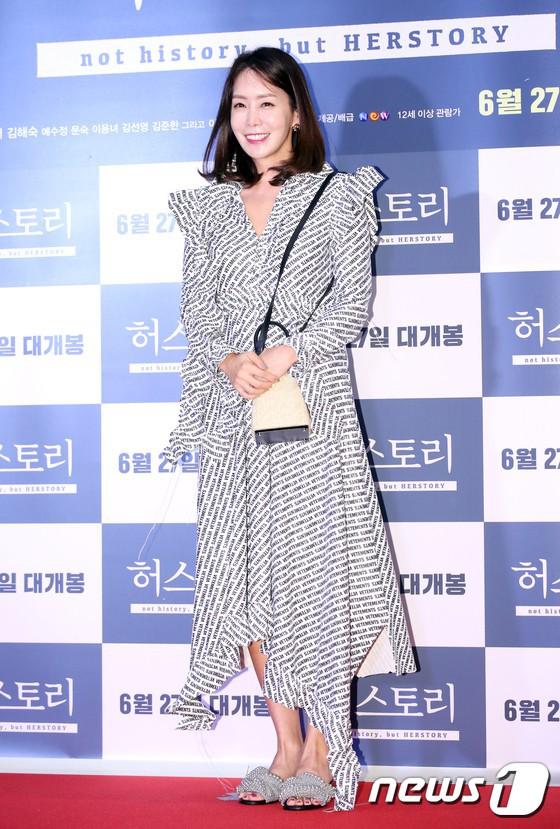 Sự kiện hội tụ gần 30 sao Hàn: Mẹ Kim Tan lép vế trước Kim Hee Sun, Jung Hae In nổi bật giữa dàn sao nhí một thời - Ảnh 10.