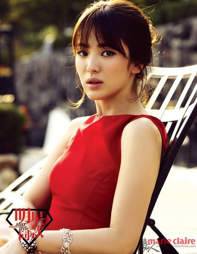 Nhan sắc Song Hye Kyo và nữ chính tin đồn Hậu Duệ Mặt Trời Nhã Phương: Chưa nhận vai đã bị đặt lên bàn cân - Ảnh 2.