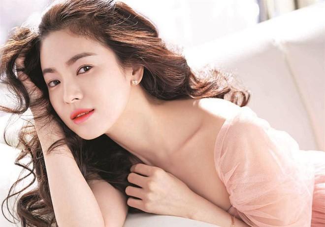 Nhan sắc Song Hye Kyo và nữ chính tin đồn Hậu Duệ Mặt Trời Nhã Phương: Chưa nhận vai đã bị đặt lên bàn cân - Ảnh 3.