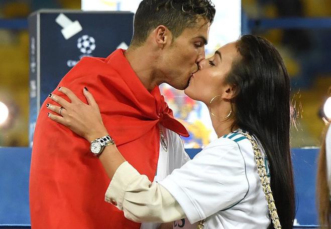 Dù danh sách bạn gái cũ và tình một đêm của Ronaldo đủ lập vài đội bóng nhưng 2 mối tình này thì khắc cốt ghi tâm - Ảnh 14.