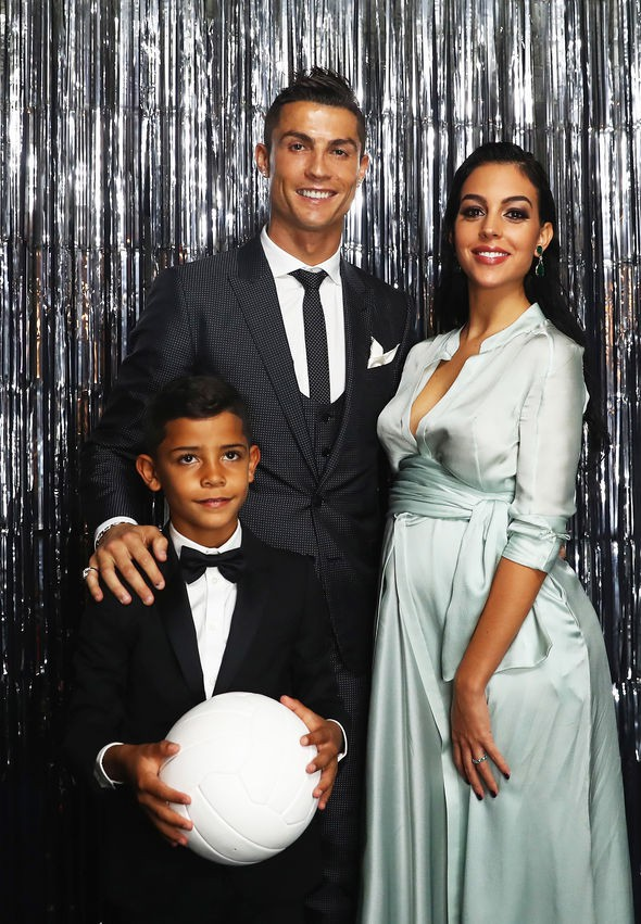 Dù danh sách bạn gái cũ và tình một đêm của Ronaldo đủ lập vài đội bóng nhưng 2 mối tình này thì khắc cốt ghi tâm - Ảnh 12.