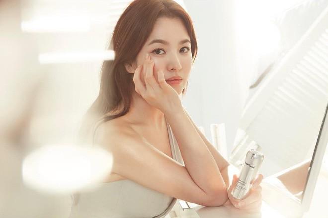 Nhan sắc Song Hye Kyo và nữ chính tin đồn Hậu Duệ Mặt Trời Nhã Phương: Chưa nhận vai đã bị đặt lên bàn cân - Ảnh 4.