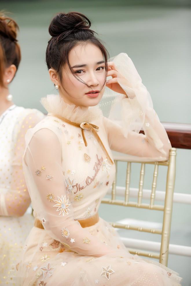 Nhan sắc Song Hye Kyo và nữ chính tin đồn Hậu Duệ Mặt Trời Nhã Phương: Chưa nhận vai đã bị đặt lên bàn cân - Ảnh 8.