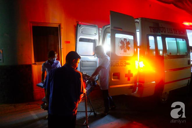 Nửa đêm, chàng trai 19 tuổi ở TP.HCM bị đâm thủng tim, phổi - Ảnh 2.