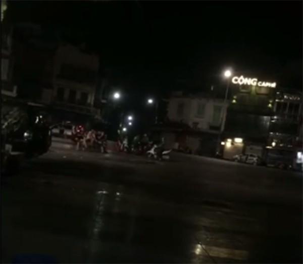 Hà Nội: Một trong hai cô gái 16 tuổi tử vong sau 2 vòng đua quanh bờ hồ Hoàn Kiếm - Ảnh 1.