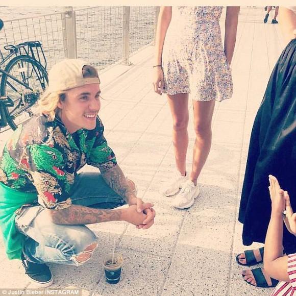 Cơ hội quay lại với Selena Gomez đã kết thúc khi Justin Bieber công khai hôn siêu mẫu nóng bỏng - Ảnh 4.