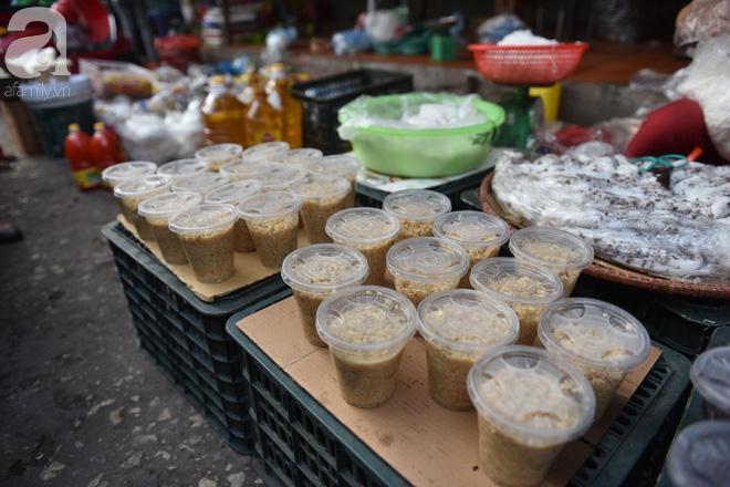 Hà Nội: Tết đoan ngọ, người dân nhộn nhịp mua rượu nếp, nếp cẩm từ sáng sớm - Ảnh 5.