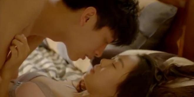 Hé lộ cảnh nóng bị cắt của loạt phim Hàn nổi tiếng: Nóng nhất là cặp đôi Hậu Duệ Mặt Trời - Ảnh 3.